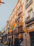 马德里,西班牙- 2019年6月28日:马德里的街道准备接受同性恋自豪日2019年 库存照片