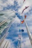 马德里,西班牙- 2013年3月11日:摩天大楼Torre Espacio和旗子 大厦在2007年被修建了 免版税库存图片