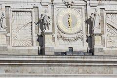 马德里,西班牙- 2014年12月06日:王宫在马德里 库存照片