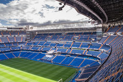 马德里,西班牙- 2009年5月14日:皇马圣地亚哥Bernabeu体育场2009年5月14日的在马德里,西班牙 实际马德里C.F.在1902年被设立了 f 是esta 库存图片