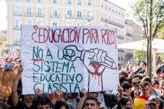马德里,西班牙- 2016年10月26日-抗议标志反对教育政治在学生抗议在马德里,西班牙 免版税库存图片