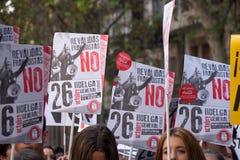 马德里,西班牙- 2016年10月26日-抗议标志反对教育政治在学生抗议在马德里,西班牙 图库摄影