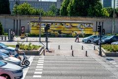 马德里,西班牙- 6月17 :在交通被绘的奴才si旁边 免版税图库摄影