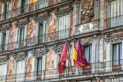 马德里,西班牙9月14,2016 :广场市长五颜六色的门面typi 免版税库存照片