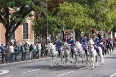 马德里,西班牙- 10月12 :西班牙皇家卫兵骑兵(真正的瓜迪亚)在西班牙国庆节 免版税库存照片