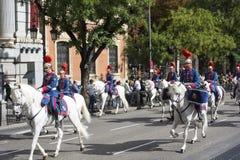 马德里,西班牙- 10月12 :西班牙皇家卫兵骑兵(真正的瓜迪亚)在西班牙国庆节 库存照片