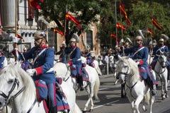 马德里,西班牙- 10月12 :西班牙皇家卫兵骑兵(真正的瓜迪亚)在西班牙国庆节 库存图片