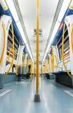 马德里- 12月21 :在12月2日的一列空的地铁里面 图库摄影