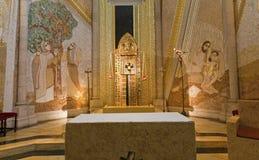 马德里-由父亲Rupnik的现代马赛克从卡皮亚del Santisimo在Almudena大教堂里 免版税库存照片