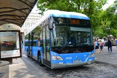 马德里EMT都市公共汽车在马德里,西班牙 免版税库存照片