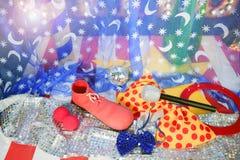 马戏团小丑概念设备隐喻重新创建 免版税图库摄影