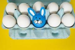 马戏 复活节的概念用逗人喜爱和快乐的手工制造鸡蛋 库存图片