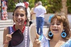 马拉加,西班牙- 8月, 14 :佛拉明柯舞曲样式礼服的小女孩 免版税库存照片