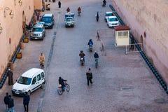 马拉喀什拥挤街道  免版税库存照片