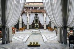 马拉喀什摩洛哥阿拉伯,典型的大厅  免版税库存照片