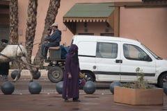 马拉喀什,摩洛哥街道的回教妇女  图库摄影