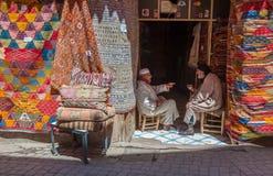 马拉喀什,摩洛哥- 2013年4月, 09日:地毯商店在马拉喀什, 免版税库存照片