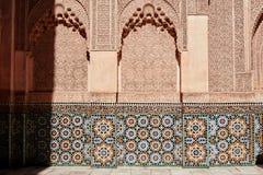 马拉喀什,摩洛哥2016年3月03日:由从所有世界的游人拜访在马拉喀什的本优素福马德拉斯 本Yous 免版税库存图片