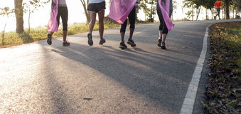 马拉松为癌症,桃红色丝带慈善跑 库存照片
