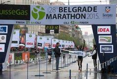 马拉松的优胜者妇女的 免版税库存照片