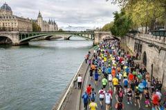 马拉松运动员在巴黎 图库摄影