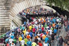马拉松运动员在巴黎 库存图片