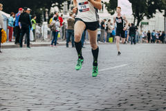 马拉松运动员的腿 免版税库存图片