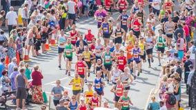 马拉松运动员跑 免版税库存照片