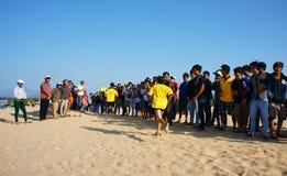 马拉松长跑十字架沙子小山 免版税库存图片
