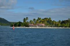 马提尼克岛海滩俱乐部海滩Karibik Fealing 免版税库存照片