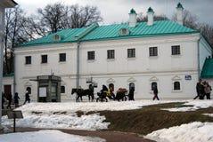 马支架在Kolomenskoye公园,莫斯科 免版税图库摄影