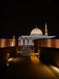 马斯喀特,阿曼- 2016年10月5日:苏丹卡布斯盛大清真寺在晚上 免版税库存照片
