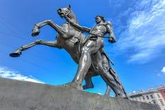 马更加温驯的- Anichkov桥梁-圣彼德堡,俄罗斯 免版税图库摄影