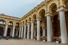 马杜赖,印度, 2017年5月13日:一个古老Thirumalai Nayak宫殿的另外里面角度图有数千的柱子 图库摄影