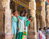 马杜赖,印度- 2月16 :一位未认出的微笑的女小学生 免版税库存照片