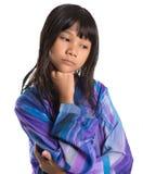马来的传统礼服的VI年轻亚裔女孩 免版税库存照片