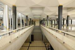 马来西亚全国清真寺Masjid Negara亦称内部楼梯  库存图片