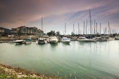 马来西亚港口美好的构成视图有一yatch的在日落期间 库存图片