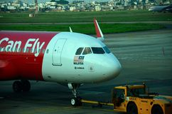 马来西亚航空公司亚洲航空空中客车飞机在胡志明机场越南 免版税库存图片