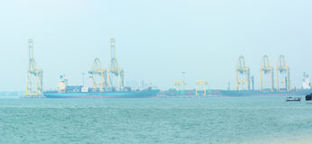 马来西亚,槟榔岛,乔治城-大约2014年7月:两个容器shi 库存图片