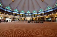 马来西亚a的全国清真寺的内部 K Masjid Negara 图库摄影