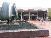 马歇尔大学纪念喷泉和纪念学生文娱中心 库存图片