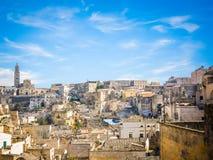 马泰拉石头全景在蓝天下 免版税库存图片