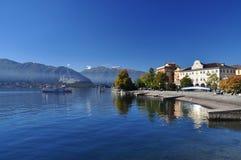 马焦雷湖,意大利:韦尔巴尼亚Pallanza湖边镇 库存照片