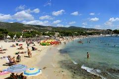 马略卡海滩场面在夏天 图库摄影