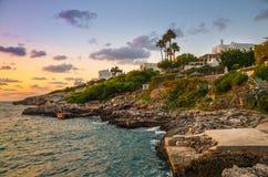 马略卡西班牙海岛的岩石海岸  库存图片
