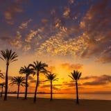 马略卡El阿雷纳尔sArenal在帕尔马附近的海滩日落 免版税库存照片