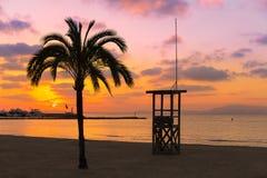 马略卡El阿雷纳尔sArenal在帕尔马附近的海滩日落 库存照片