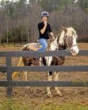 马的十几岁的女孩 图库摄影