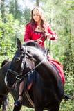 马的深色的女孩 库存照片